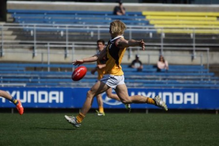 A tear-away performance through the midfield from Alex Harnett would have impressed the crowd at VISY Park. 126571