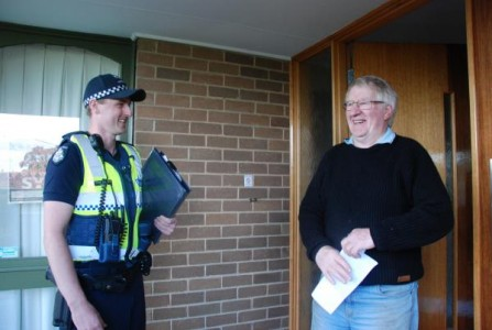Constable Trent Chivers speaks to an Endeavour Hills resident. 129042